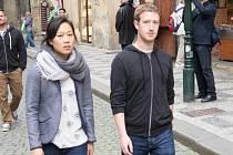 Zakladatel Facebooku na procházce Prahou