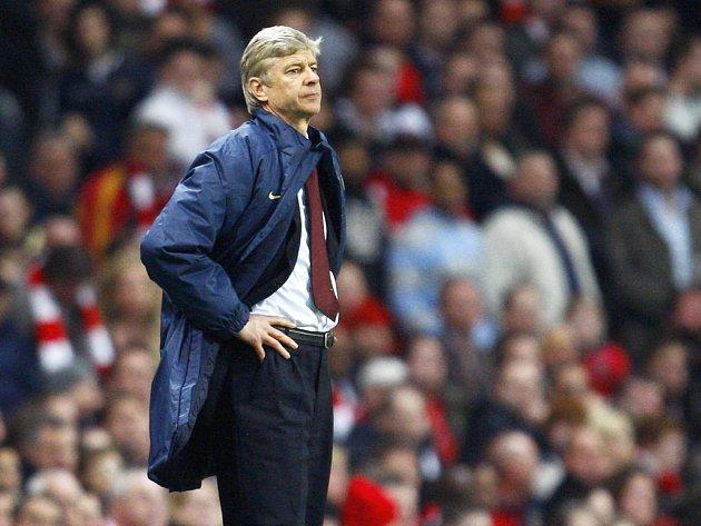 Trenér Arsenalu Arséne Wenger během odvetného utkání s Liverpoolem.