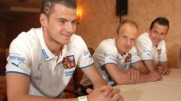 Daniel Pudil, David Jarolím a Tomáš Galásek na tiskové konferenci fotbalové reprentace ČR v hotelu Crowne Plaza.
