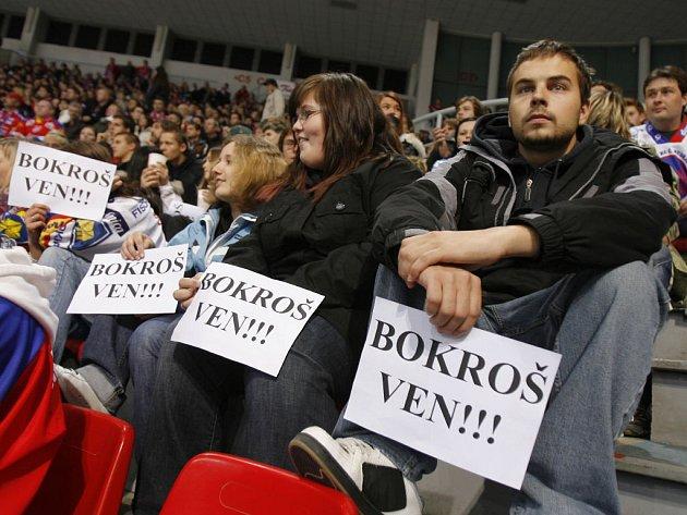 Fanoušci Českých Budějovic už delší dobu žádají hlavu trenéra Borkoše. Zatím bezvýsledně.