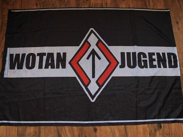 Neonacistická organizace Wotan Jugend byla založena v Ruské federaci v roce 2008 členy kapely M8L8TH (Moloth).