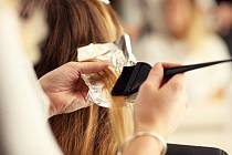 Barvení vlasů. Ilustrační snímek