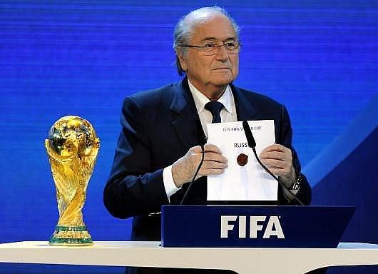 Předseda FIFA Blatter se jmenovkou pořadatele fotbalového MS 2018 - Ruskem.
