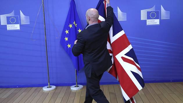 Vlajky EU a Británie