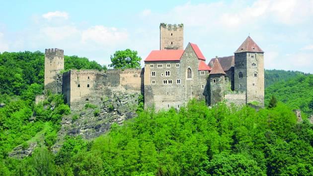 Prakticky na hranici Moravy a Dolního Rakouska se nachází malebné městečko Hardegg. Už jen jeho centrum je dost velké lákadlo, ale jeho nejzajímavější části jsou hrad Hardegg a barokní zámek Riegersburg.