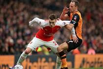 Calum Chambers z Arsenalu (vlevo) a David Meyler z Hullu.