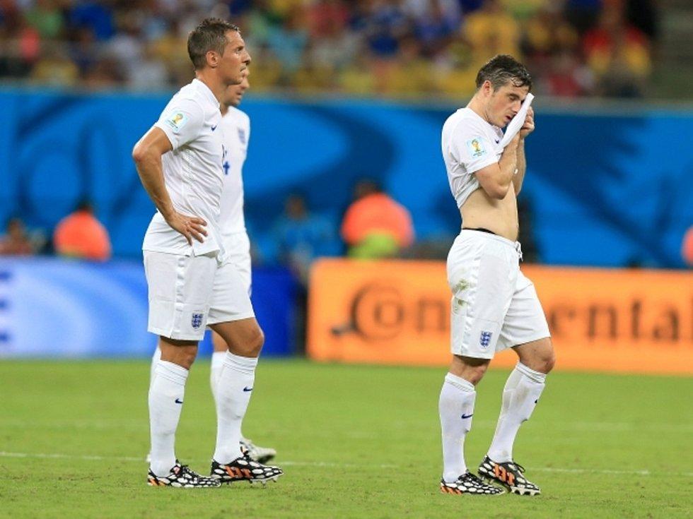 Zaražení fotbalisté Anglie po úvodním gólu Itálie.