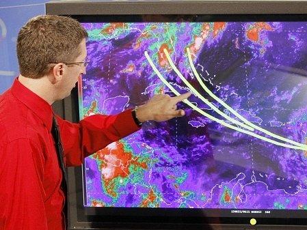 Bouře Isaac v noci přešla přes Malé Antily