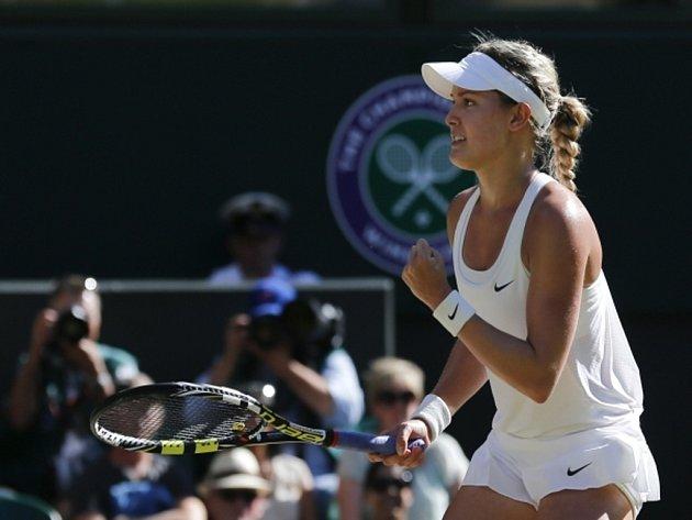 Eugenie Bouchardová se raduje z postupu do finále Wimbledonu.