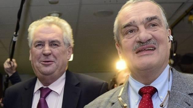 Kandidáti na prezidenta Karel Schwarzenberg (vpravo) a Miloš Zeman