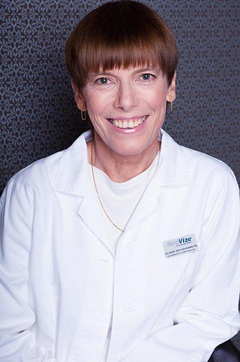 Šárka Skorkovská je primářkou Oční kliniky NeoVize Brno. Specializuje se na operace šedého zákalu, léčbu sítnice, operace a léčbu zeleného zákalu, chirurgické odstraňování dioptrických vad, operace odchlípení sítnice či vyšetření šilhání u dospělých.