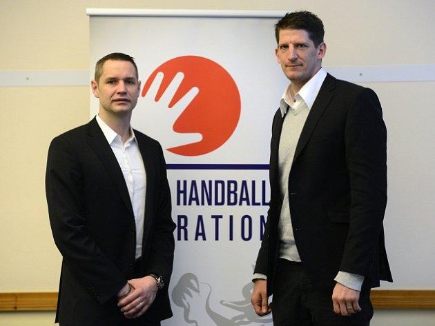 Čeští trenéři Jan Filip (vlevo) a Daniel Kubeš (vpravo)