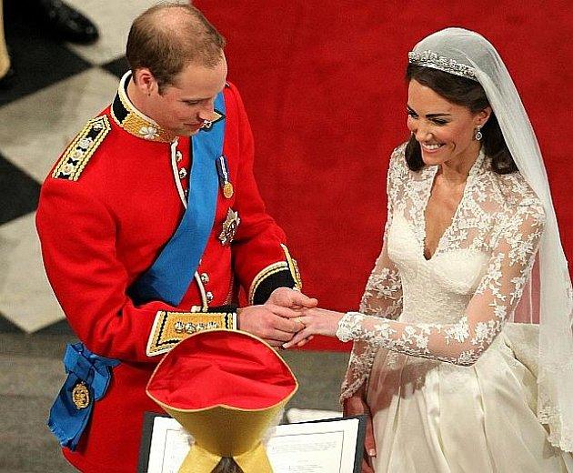 Britský princ William si vpátek vzal ve Westminsterském opatství vLondýně Kate Middletonovou.