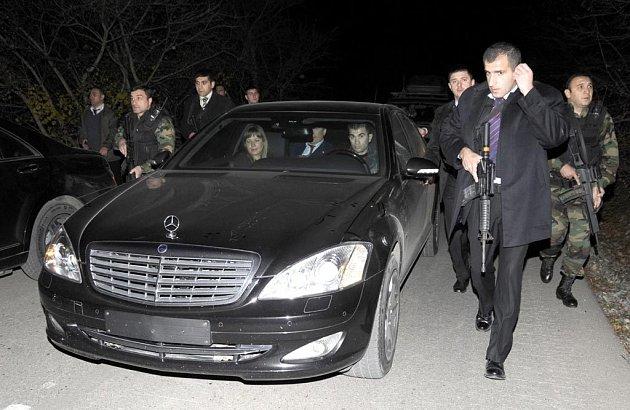 Ochranka kolem automobilu gruzínského prezidenta Michaila Saakašviliho a jeho polského protějšku Lecha Kaczyńského.