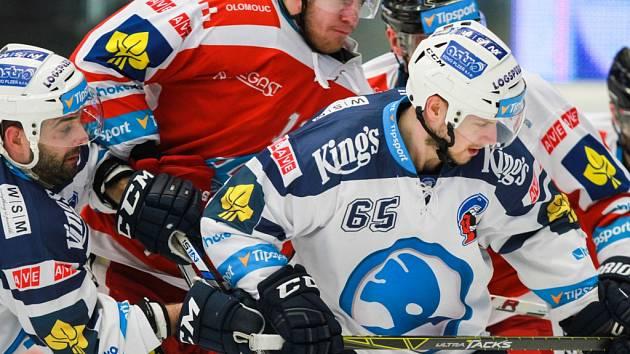 Miroslav Preisinger z Plzně (vpravo) proti Olomouci.