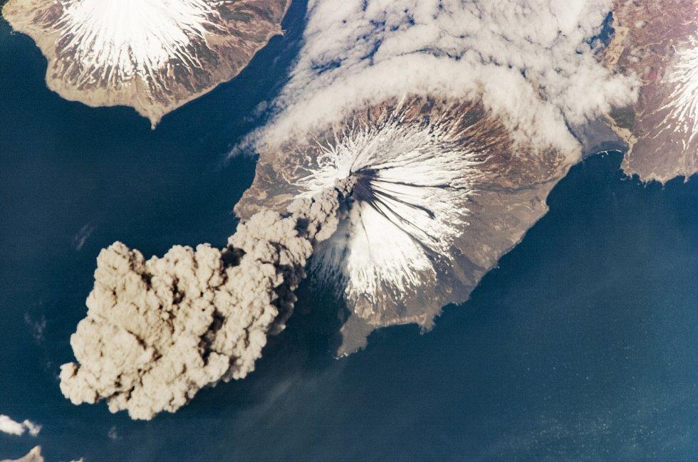 Aktivní sopka Cleveland na Aleutských ostrovech