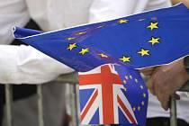 Vlaječky Británie a Evropské unie. Ilustrační snímek