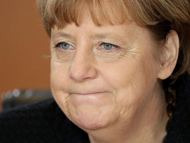 """Merkelová přiznává, že integrace tolika lidí bude stát """"čas, síly i peníze""""."""