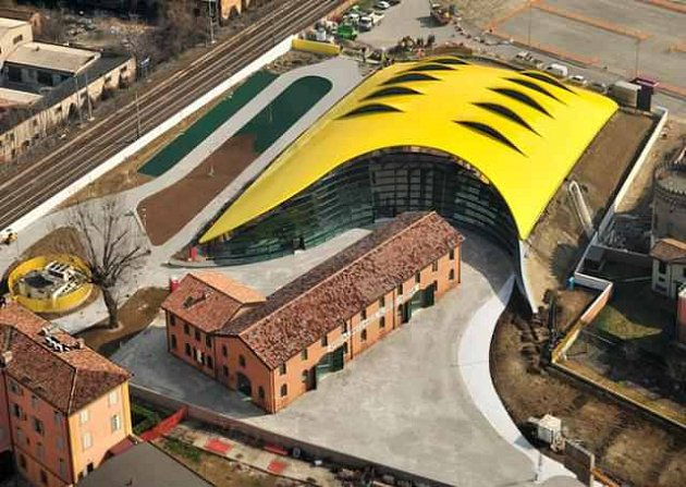 Kaplického Muzeum Enza Ferrariho v Modeně