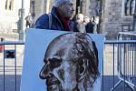 Umělec Kaya Mar přinesl do Windsoru portrét prince Philipa