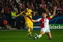 Fotbalový zápas skupiny F (liga mistrů), SK Slavia Praha - FC Barcelona, 23. října 2019 v Praze. Na snímku zleva Lionel Messi, Tomáš souček.