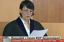 Soudkyně čte rozsudek v případu ROP Severozápad
