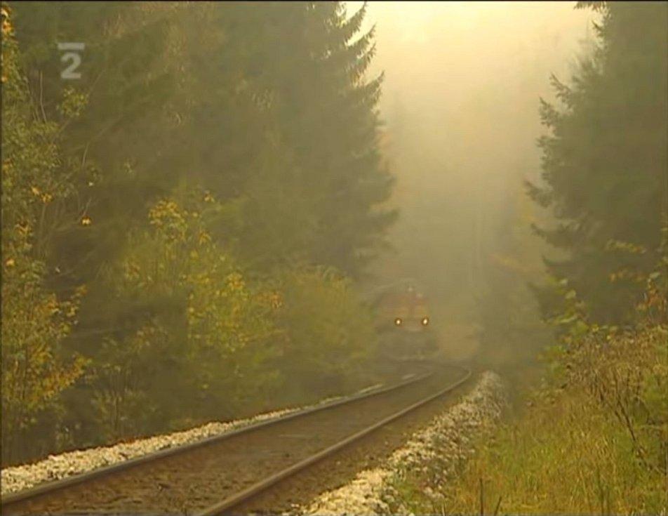 Oba vlaky, nákladní i osobní, se k sobě přibližovaly po jedné koleji, obrazová rekonstrukce České televize