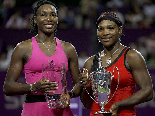 Serena Williamsová porazila na Turnaji mistryň starší sestru Venus.
