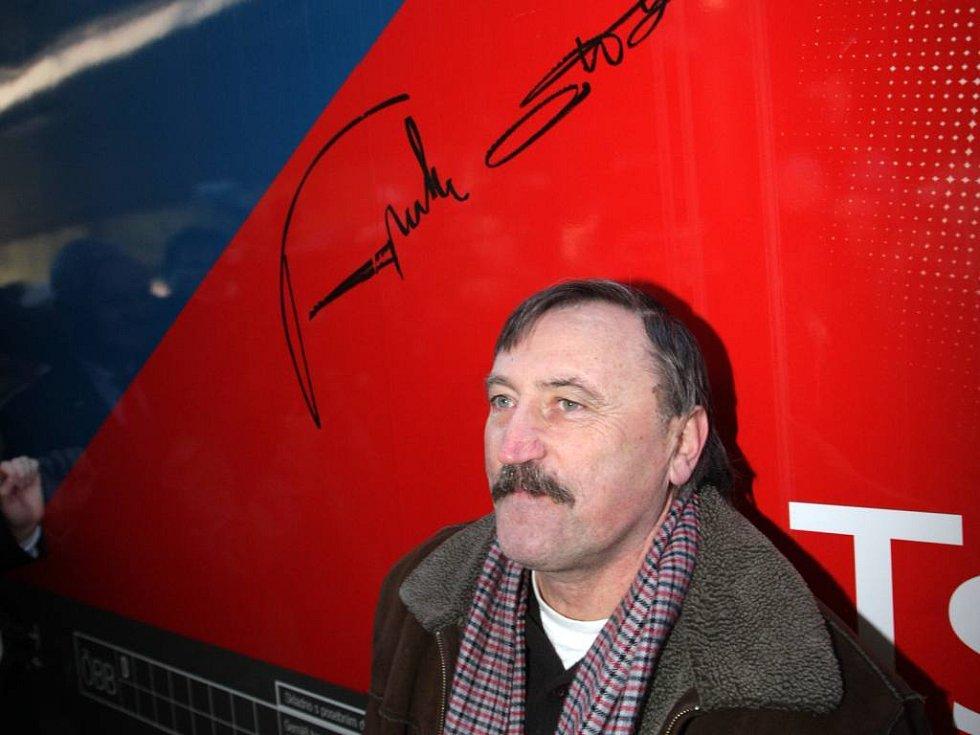 Podpis prosím... Antonín Panenka a jeho autogram.