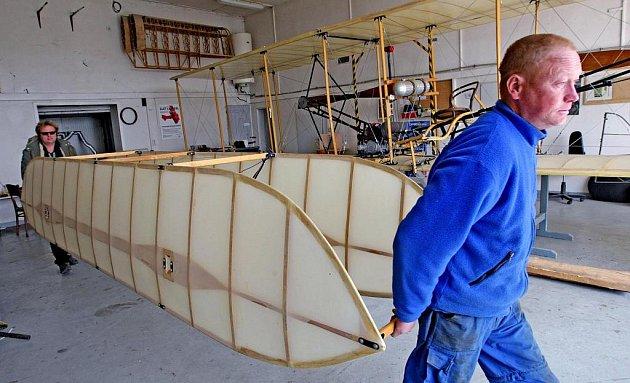 Muzeum letectví se přestěhuje z Hradce Králové do Kunětic u Pardubic. 4. května se přestěhovalo jedno z letadel  – Wright Flyer III.