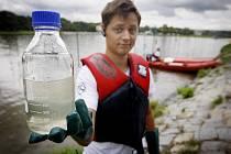 Greenpeace ČR zahájil 5. září na břehu Vltavy svoji DETOX tour 2011, kdy během čtrnáctidenní plavby po českých řekách odebere vzorky vody a sedimentů ve vybraných lokalitách a zmapuje nejrizikovější faktory, které dnes ohrožují řeky.