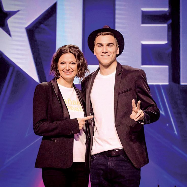 Osvědčil se i jako moderátor show Česko-Slovensko má talent (na snímku s Lujzou Garajovou Schramekovou).