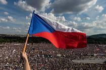 """""""Využil jsem přístupu nahoru na střechu Molochova, odkud bylo možné získat fotku 250 tisíc lidí,"""" uvedl vítěz Lukáš Bíba"""