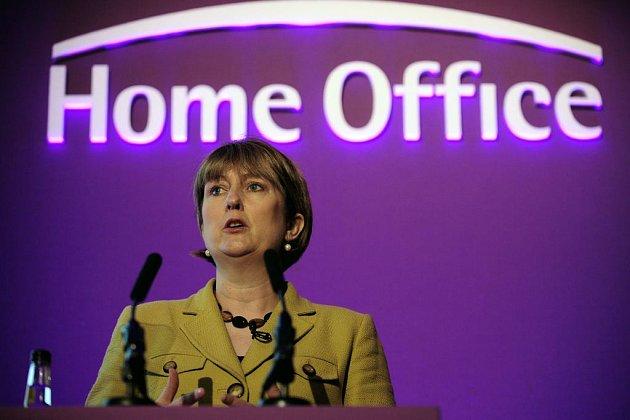 Britská ministryně vnitra Jacqui Smithová se chce zaměřit na protiprávní zaměstnávání ilegálních přistěhovalců.