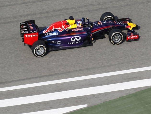 Daniel Ricciardo při testech v Bahrajnu.