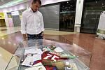 Pavel Kuka na výstavě výstavy s názvem Zlaté časy fotbalu v pražském obchodním centru Eden.