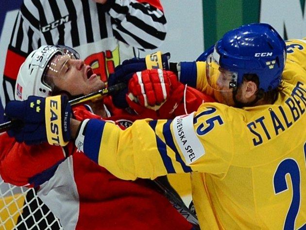 Viktor Stalberg ze Švédska (vpravo) a Ole-Kristian Tollefsen z Norska na mistrovství světa.