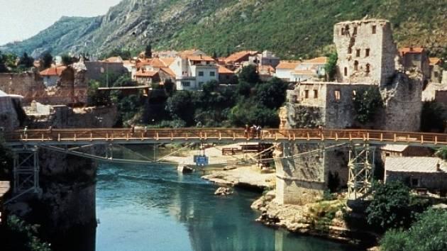 Řeka Neretva proteká bosenským Mostarem. Ilustrační foto