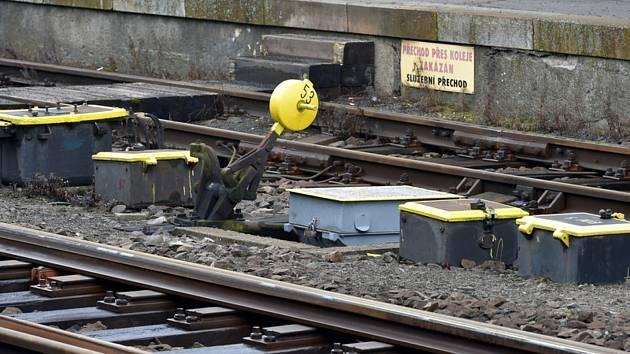 Železniční výhybka na nádraží. Ilustrační foto