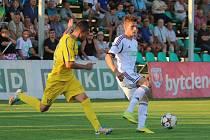 Fotbalisté Varnsdorfu (ve žlutém) proti Karviné.