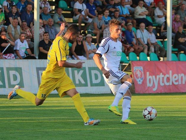 Fotbalisté Varnsdorfu (ve žlutém) proti Karviné. ... 306d72994c