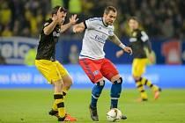 Pierre-Michel Lasogga z Hamburku v utkání s Dortmundem