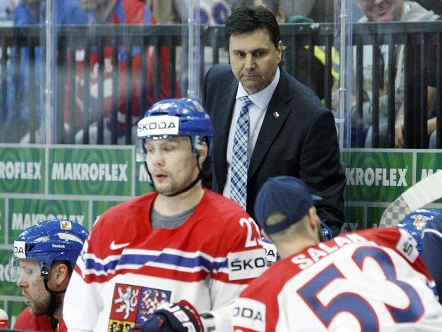 Trenér Vladimír Růžička (nahoře) na střídačce české reprezentace.