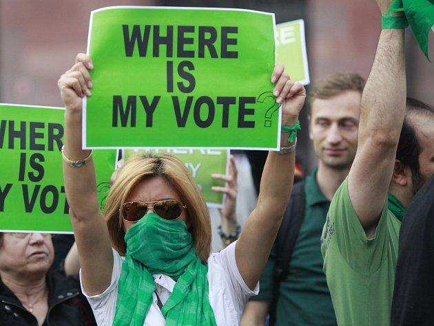 Kde je můj hlas, ptali se Íránci i na demonstraci v německém Frankfurtu nad Mohanem.