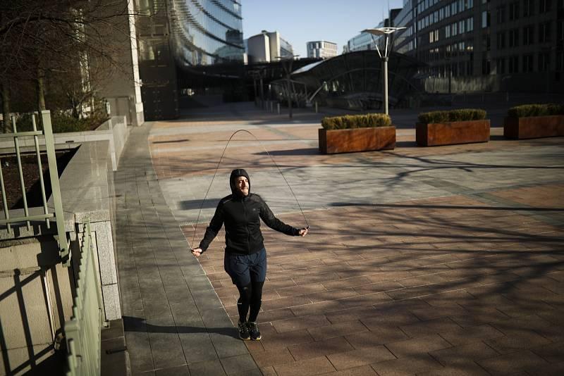 Vyprázdnilo se i prostranství před sídlem Evropského parlamentu v Bruselu.