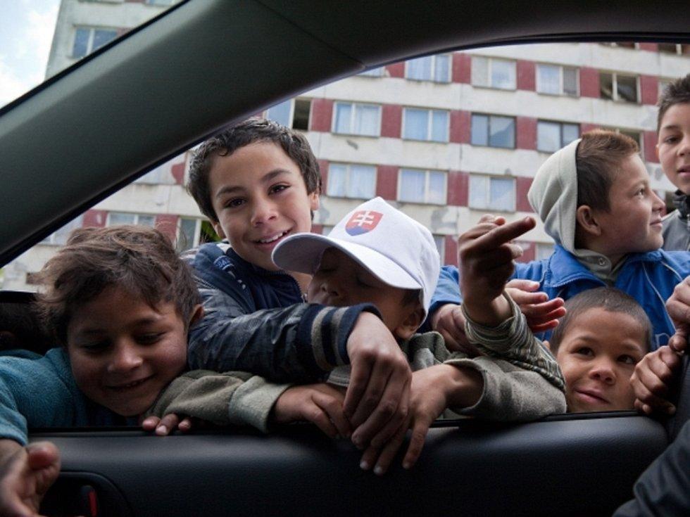 Romské děti v košické čtvrti Luník IX. Ilustrační foto.