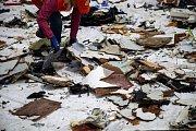 Předměty z indonéského Boeingu, které našli potápěči na dně moře.
