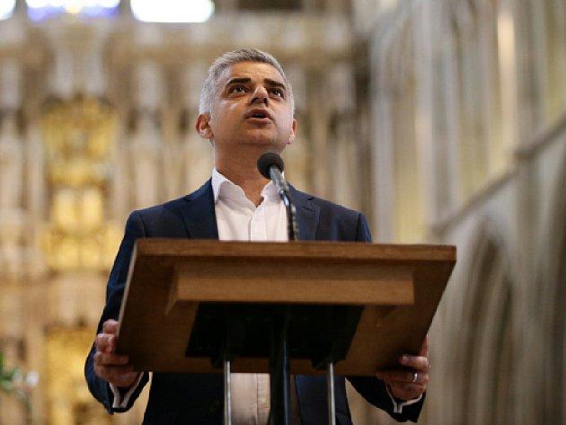 Sotva 12 hodin po oficiálním potvrzení výsledků složil dnes nový starosta Londýna Sadiq Khan přísahu.