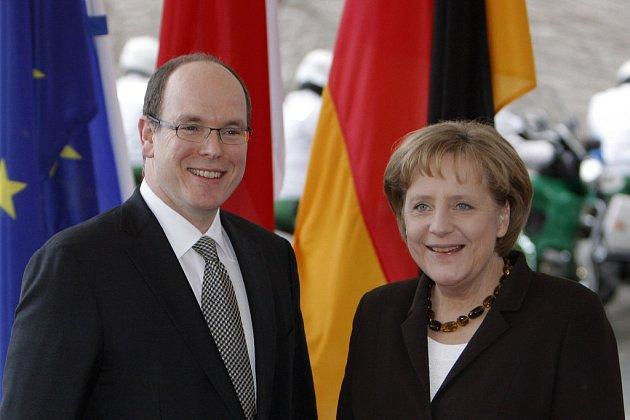 """Monacký kníže Albert se během své středeční návštěvy Německa snažil přesvědčit kancléřku Angelu Merkelovou, že """"knížectví se již po řadu let snaží přizpůsobit své bankovní centrum mezinárodním požadavkům."""""""