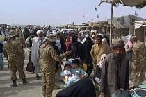Lidé prchají z Afghánistánu do Pákistánu